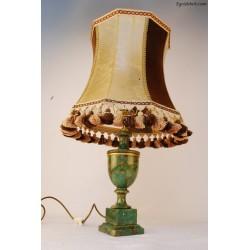 Lampa z zieloną podstawą