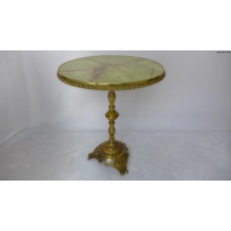 Mosiężny stolik z okrągłym blatem