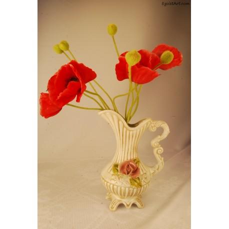 Ceramiczny wazon w kształcie dzbana