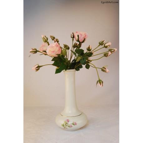 Smukły wazon ze złoceniami