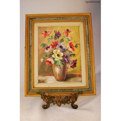 Kolorowe anemony w wazonie