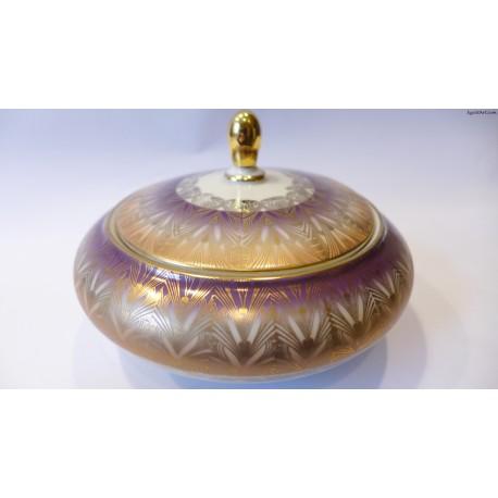 Cukiernica w kolorze złota i fioletu