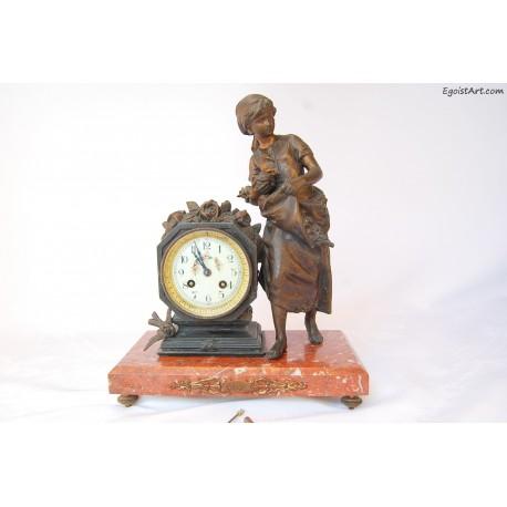 Francuski zegar kominkowy - dziewczyna z kwiatami