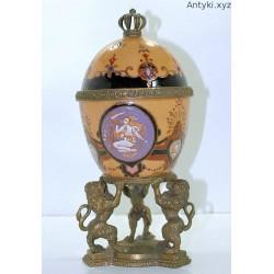 Porcelanowa szkatuła z brązem - jajo a'la faberge