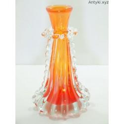 Wazon szklany, stary w kolorze czerwieni