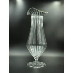 Wysoki kanelowany przezroczysty wazon na nóżce