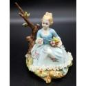 Capodimonte figurka dziewczynki w niebieskiej sukni