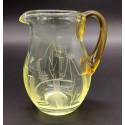Dzbanuszek mlecznik ze szkła uranowego