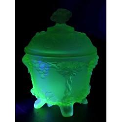 Cukiernica-bomboniera ze szkła uranowego