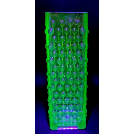 Uranowy kwadratowy wazon